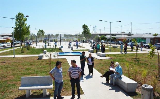 Proyecto de plaza pública y viviendas en General Rodríguez
