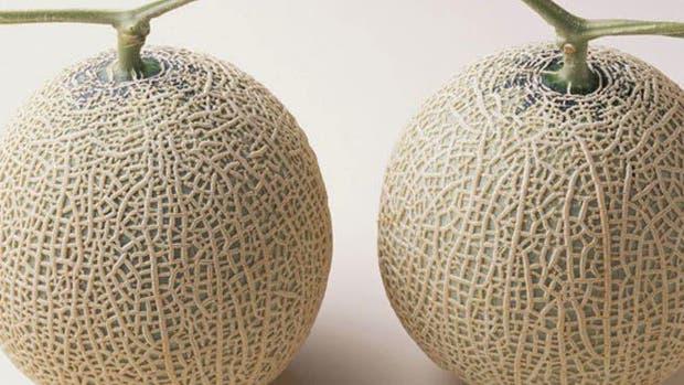 Vendieron dos melones por 13.400 dólares en una subasta en Japón