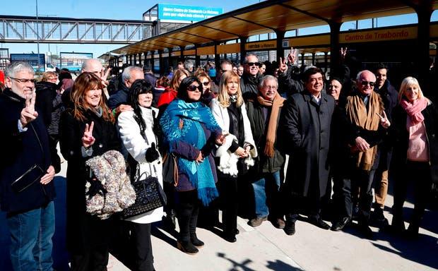 Magario junto a funcionarios y dirigentes kirchneristas en La Matanza, luego del acto con Macri
