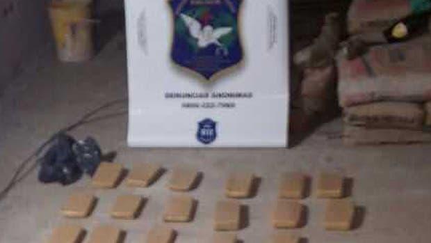 49 ladrillos de marihuana fueron incautados por la Policía
