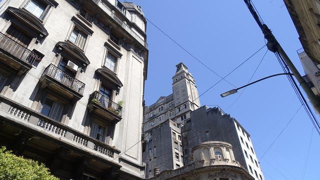 Apenas se visualiza una de las torres, y nótese la desaparición de la cúpula del edificio en ochava