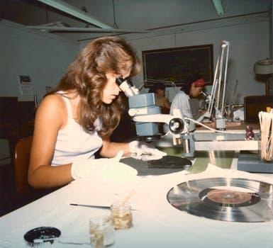 Una científica trabaja en el disco. Foto: Nasa