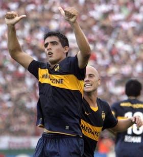 Viatri festeja el primer gol de Boca