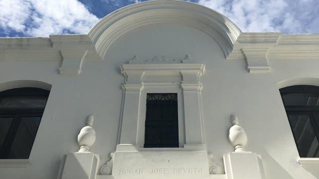 En el frente tallado Segundo Hogar José Devoto, hogar que funcionó hasta 2010