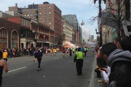 Las explosiones se produjeron en la línea de llegada. Foto: @davidkenner