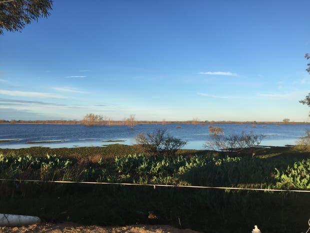 En la zona de Ibicuy se hicieron obras ilegales que impiden la salida del agua en muchos campos