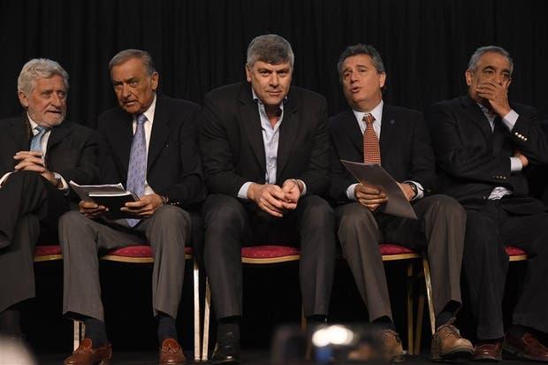 M. Schiariti (Ciccra), D. Lacroze (Mesa de Carnes), R. Buryaile (Agroindustria), L. Etchevehere (SRA) y C. Iannizzotto (Coninagro)