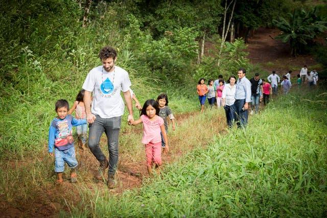 Nicolás en uno de sus viajes para llevar agua segura a comunidades postergadas