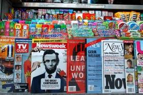 Un kiosco con la revista Newsweek a la venta