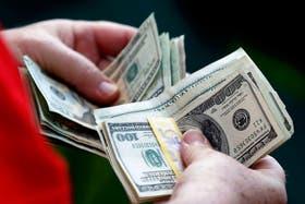 El dólar oficial cotizó en 5,735 con participación vendedora del Banco Central
