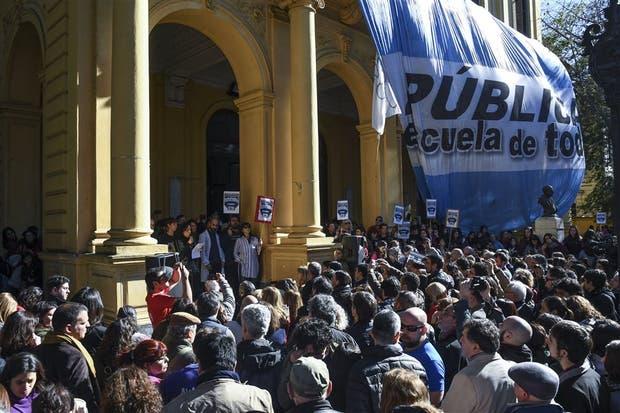 En Urquiza 277, ayer hubo un acto masivo de apoyo a Raquel Papalardo