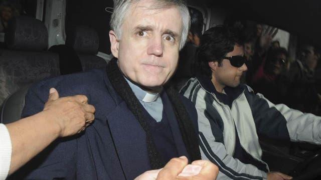 """El sacerdote Julio César Grassi fue condenado a 15 años de prisión por abusar sexualmente del menor conocido como """"Gabriel"""", a quien cuidaba en la Fundación Felices los Niños"""