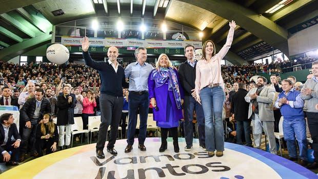 Los líderes de Cambiemos junto al presidente Mauricio Macri, ayer, en Ferro