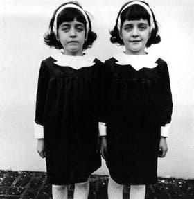 Gemelas idénticas, un ícono de Diane Arbus