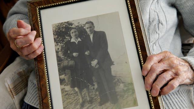 María Josefa Guillén, de 103 años, en su casa en Cazalla de la Sierra, Sevilla, al sur de España