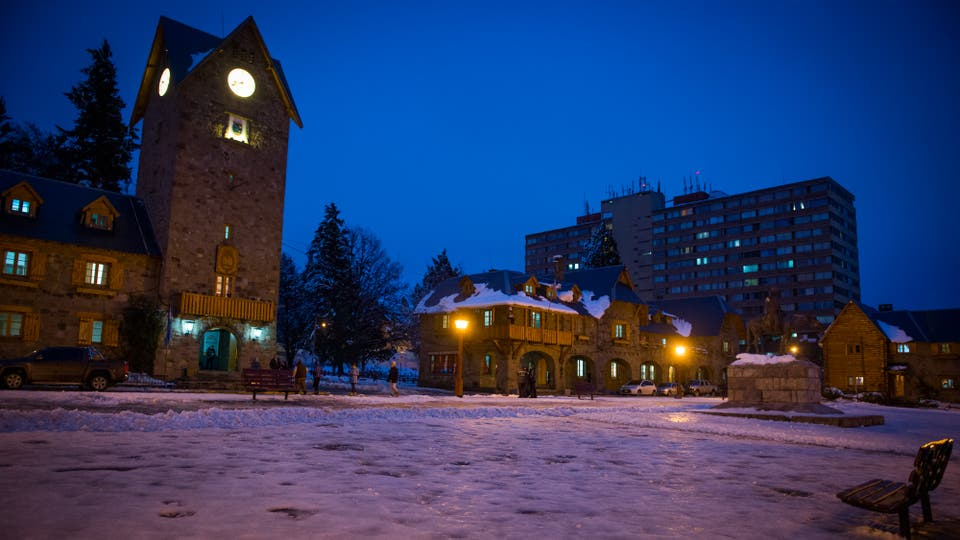 La municipalidad de Bariloche comenzó a realizar tareas de limpieza en el centro cívico de la ciudad. Foto: Télam / Alejandra Bartoliche