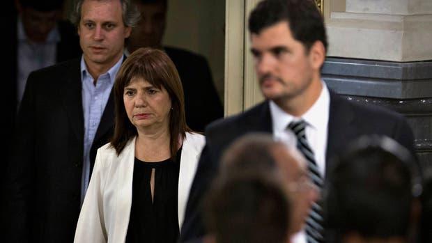 Burzaco admitió que el Gobierno analiza reemplazar a los gendarmes en la custodia de represas