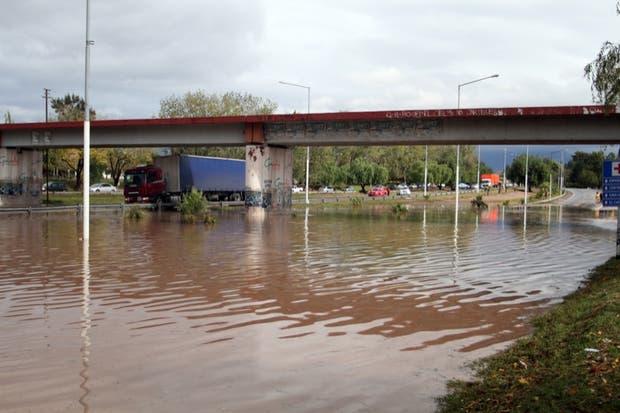 Las inclemencias del tiempo afectaron las principales vías de acceso a la capital provincial
