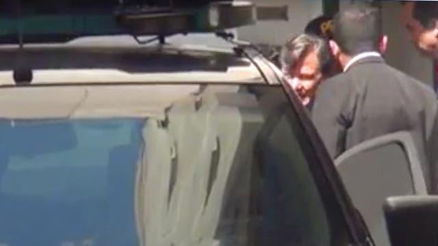 Milani ayer al salir detenido del juzgado; hubo un gran operativo para preservarlo de las cámaras