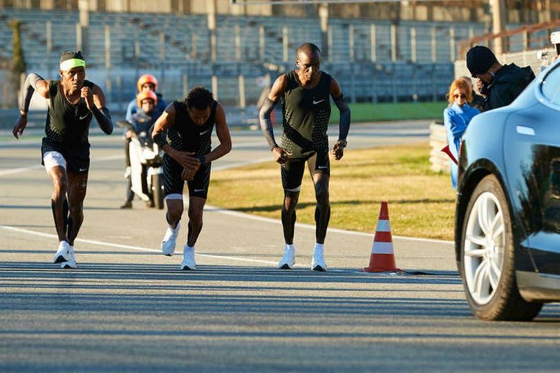 7 de marzo de 2017: Eliud Kipchoge, Zersenay Tadese y Lelisa Desisa comienzan el testeo de 21km