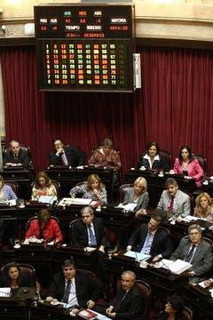El Senado sancionó la controvertida ley que intenta regular el mercado del papel de diarios. Foto: LA NACION / Hernán Zenteno