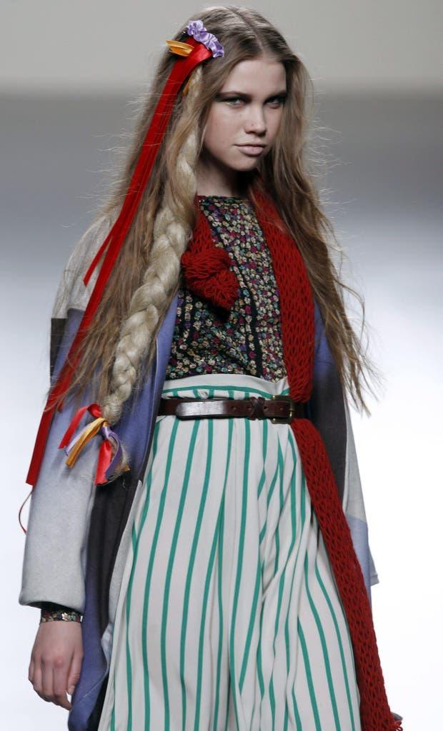 La firma española Ego deja su marca con un look que mezcla telas livianas con lanas y abrigos. En el pelo: vuelven los largos extremos. Foto: Archivo