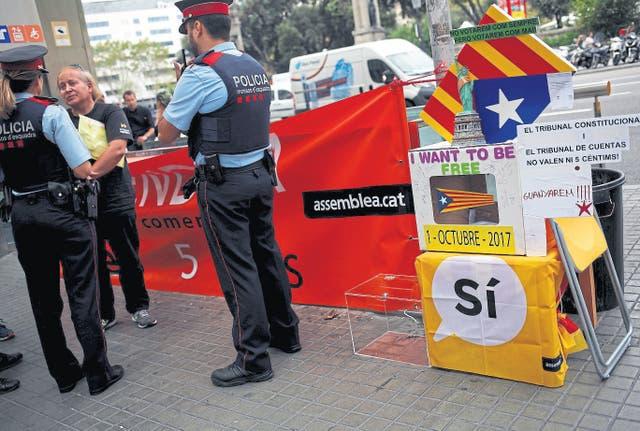 Los Mossos d'' Escuadra ayer en una protesta de independientes