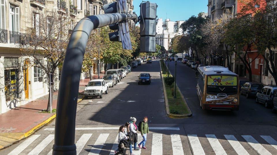El boulevard es el diferencial que tiene la avenida Caseros con otros barrios. Foto: LA NACION / Mauro Alfieri
