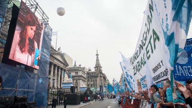 Cristina Kirchner piensa en convocar a una marcha durante su acto de jura en el Congreso