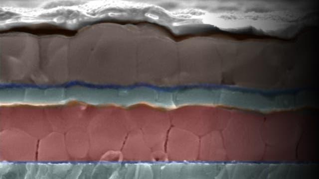 Una muestra con las dos capas de perovskita, destinadas a capturar luz en diferentes longitudes de onda