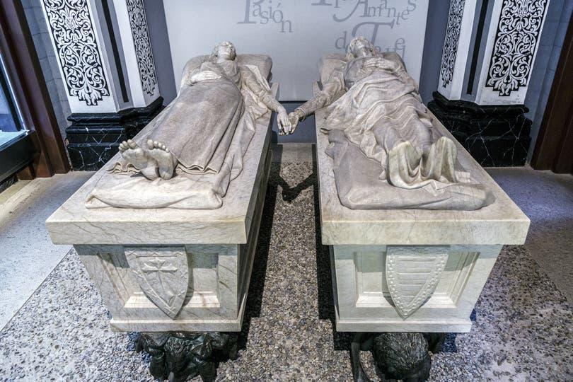 Los enamorados peregrinan cada febrero al mausoleo de la pareja, a 300 km de Madrid