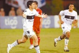 Rojas debutó en Olimpia en 2006 y forma parte de la selección guaraní