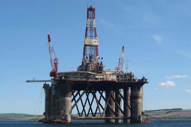 Una plataforma marítima petrolífera