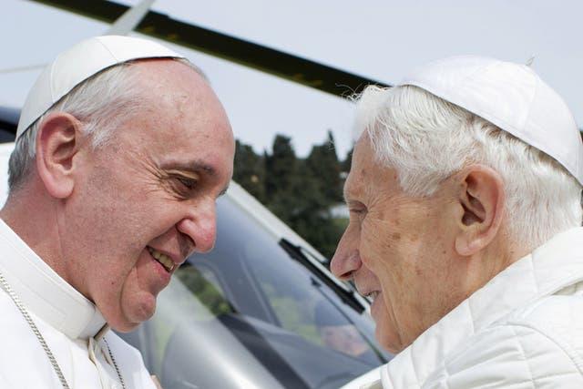 El Papa y el papa emérito, en su primer encuentro cara a cara tras la elección y asunción de Francisco