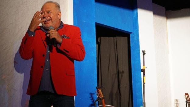 El Cacho Buenaventura, uno de los humoristas más famosos de Córdoba, es oriundo del pueblo donde se creó la mezcla del fernet con coca y le mostró a BBC Mundo la cultura de esta amarga bebida