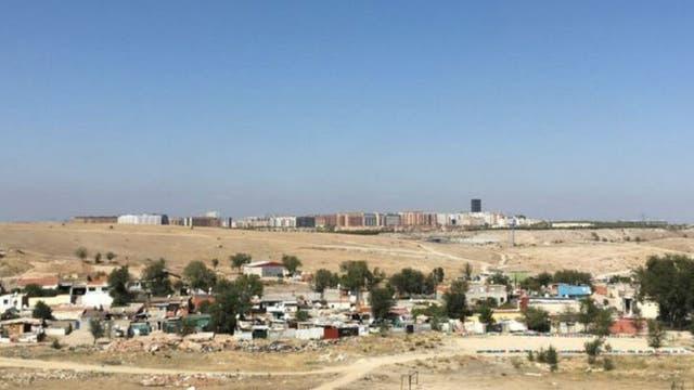 Vista de una parte del sector 6, en primer plano, y a lo lejos edificios de Rivas