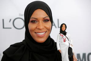 Barbie se pone el hiyab por primera vez