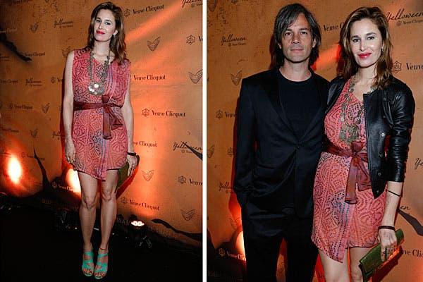 Dolores Barreiro y Matías Camisani, ¡una pareja que nos encanta! Ella, con un vestido corto de Holi, chaqueta y sandalias verdes; él, en negro total. Foto: gentileza Feedback PR