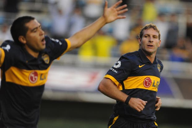 En el momento que Palermo se convirtió en el máximo goleador de Boca, Riquelme le fue indeferente.  Foto:Archivo