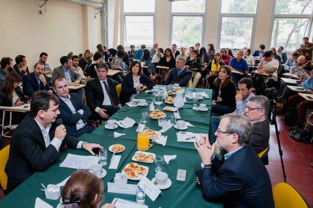 La convocatoria alcanzó tanto a estudiantes, graduados y docentes como a curiosos / Foto gentileza de la Carrera de Ciencia Política