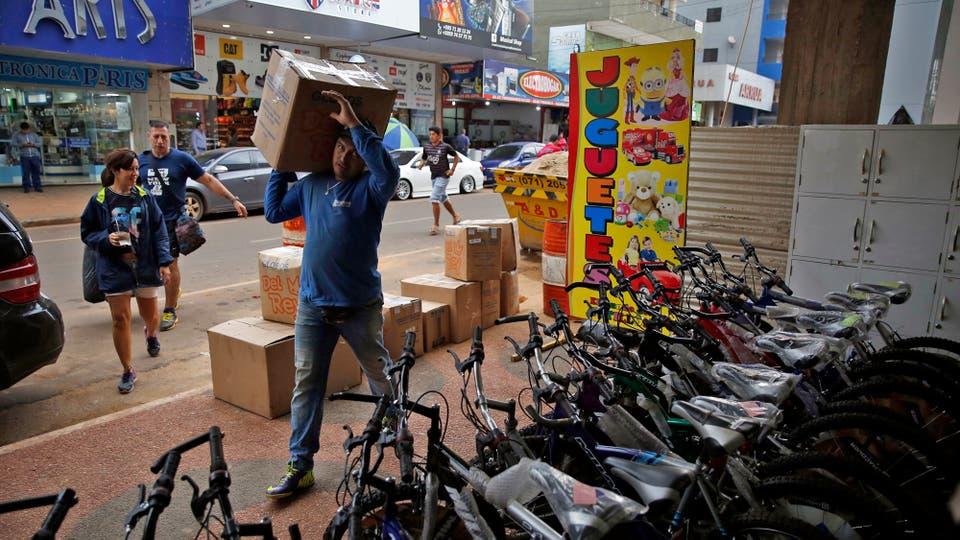 La mercancía barata en Paraguay destruye el comercio en la Argentina. Foto: LA NACION / Emiliano Lasalvia /Enviado especial