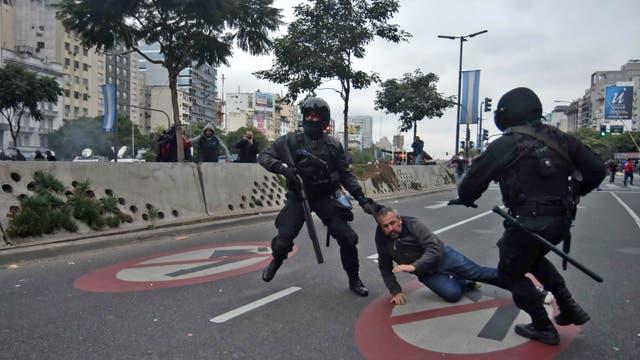 Siete personas fueron detenidas durante el desalojo del piquete por resistencia a la autoridad, daños y lesiones