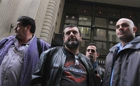 Los metrodelegados Carlos Pérez, Roberto Pianelli y Claudio Dellecarbonara, poco antes de la reunión de ayer