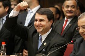 Federico Franco festeja en un acto público.