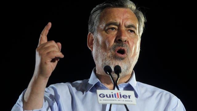 El candidato a presidente Alejandro Guillier, en el cierre de su campaña