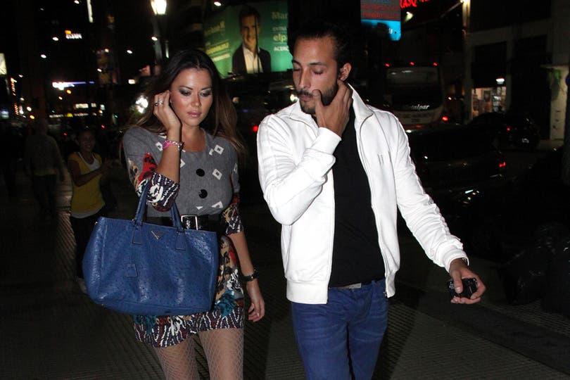 Salida nocturna. Desde el principio, la pareja siempre captó la atención de la prensa.. Foto: Virtual Press