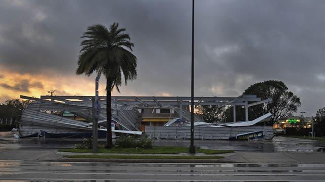 En una estación de servicio se volaron todos los techos de su playa de carga y estacionamiento