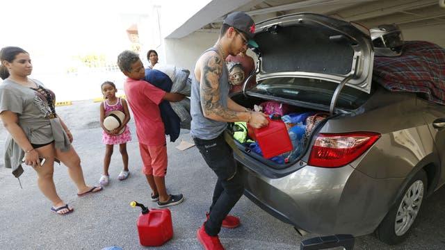La familia García se prepara para evacuar de Miami