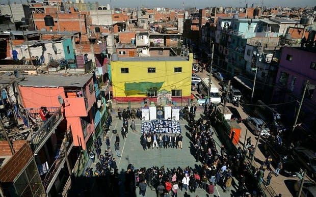 Las autoridades nacionales y porteñas presentaron ayer el operativo policial en la villa 20