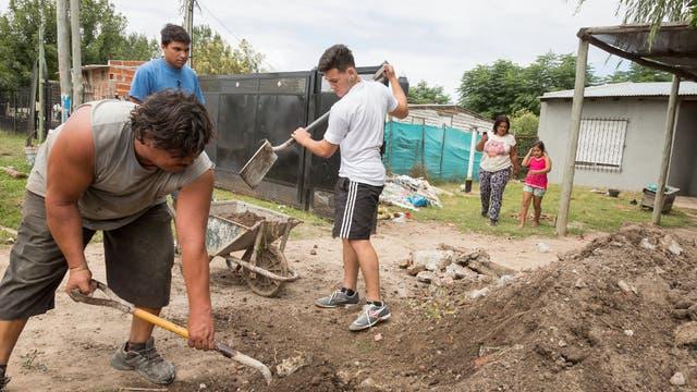 Vecinos del Barrio Los Grillos, en Pilar, viven anegados